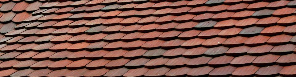 Pokrycie dachowe wykonane z płytek ceramicznych (dachówek)